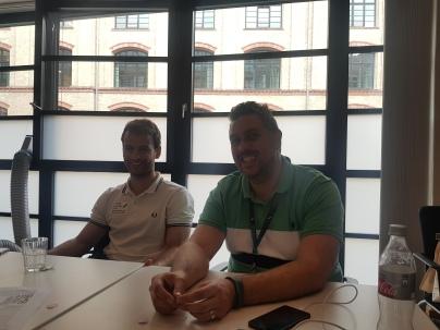 João e Pedro na HERE Berlim durante a sessão de apresentação